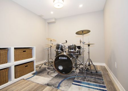 Renovated Basement – Maple