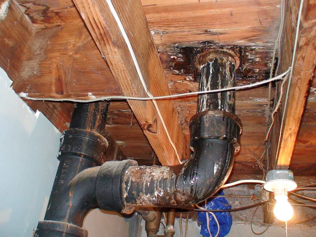 photo of leaking pipes