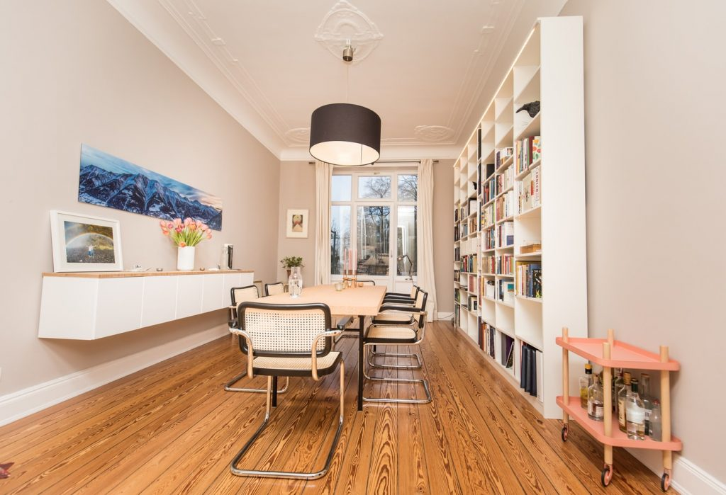 amazing small dining room with crown moulding and baseboard trim