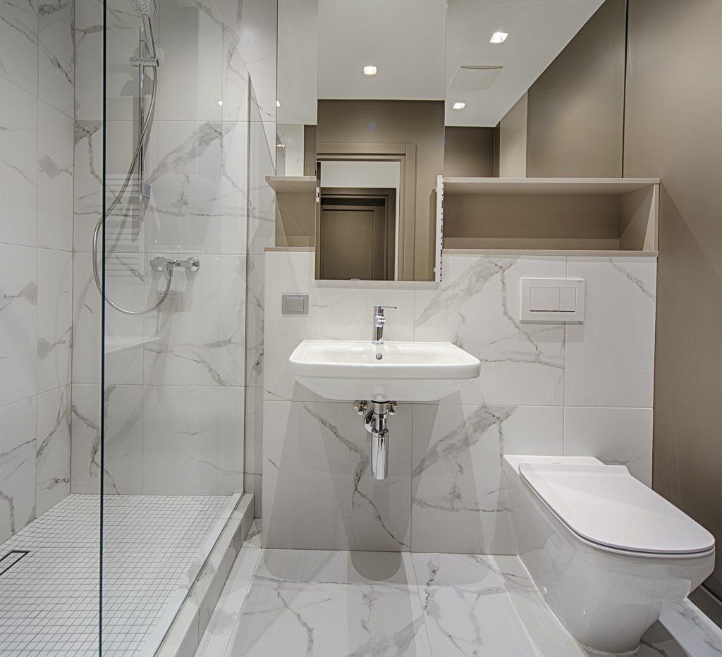 Custom Bathroom by Maple Reno