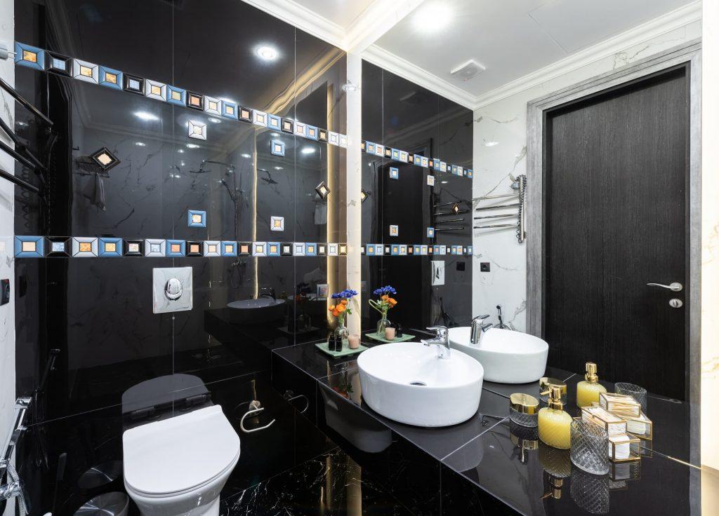Modern Bathroom in Custom Basement Toronto